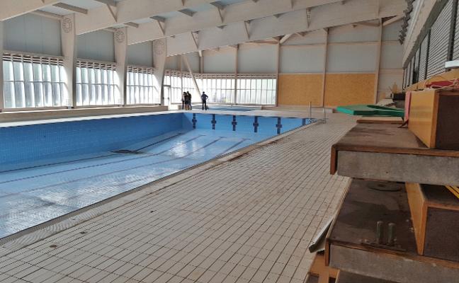 Terminada la estructura de la nueva piscina climatizada de Los Corrales