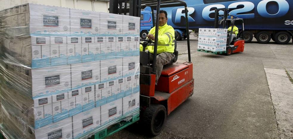 La campaña 'Ningún niño sin bigote' recoge más de 7.000 litros de leche en Cantabria