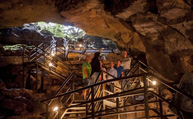 La Cueva de El Pendo se confirma como la joya turística de Camargo