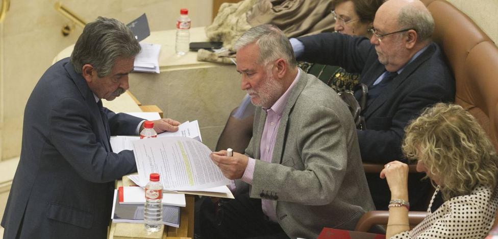 Revilla mete prisa al PSOE para que dé una solución al «problema» que ha creado con los ceses