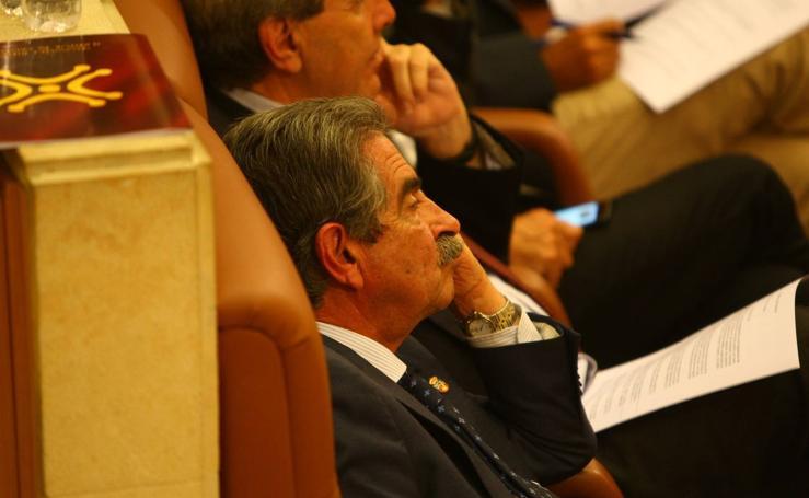 Vuelta al trabajo en el Parlamento de Cantabria
