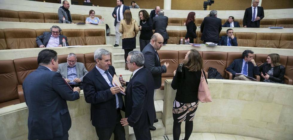 La inestabilidad política marca el arranque del curso político en el Parlamento cántabro