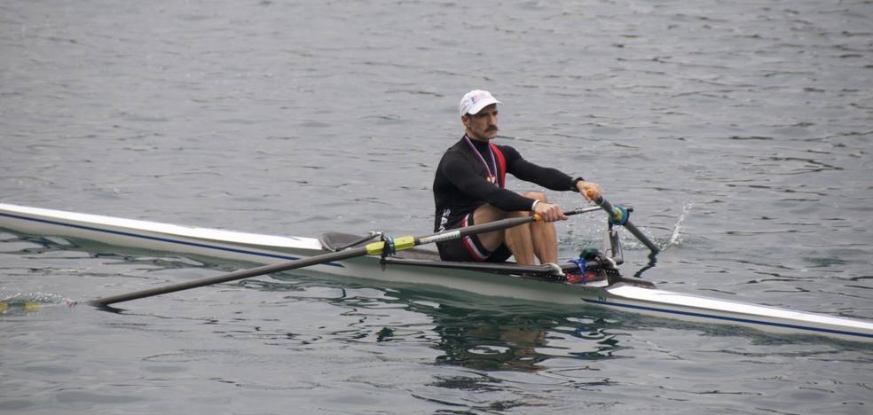 El remero santoñés Agustín Garay logra tres medallas de oro en los Campeonatos del Mundo de Veteranos de banco móvil