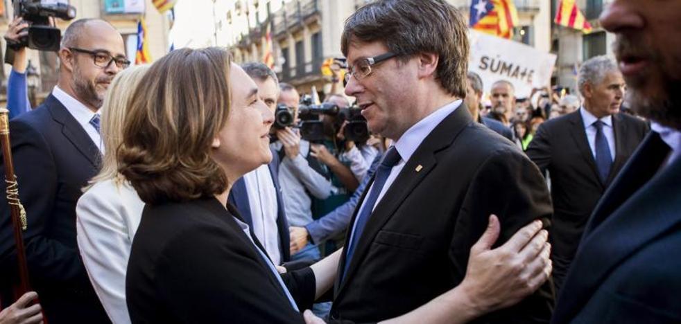 Colau urge a Rajoy a detener la «deriva represiva» contra el Govern