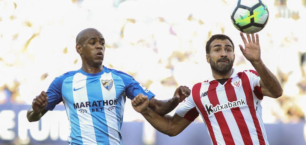 El Málaga rescata un punto e insufla oxígeno a Míchel