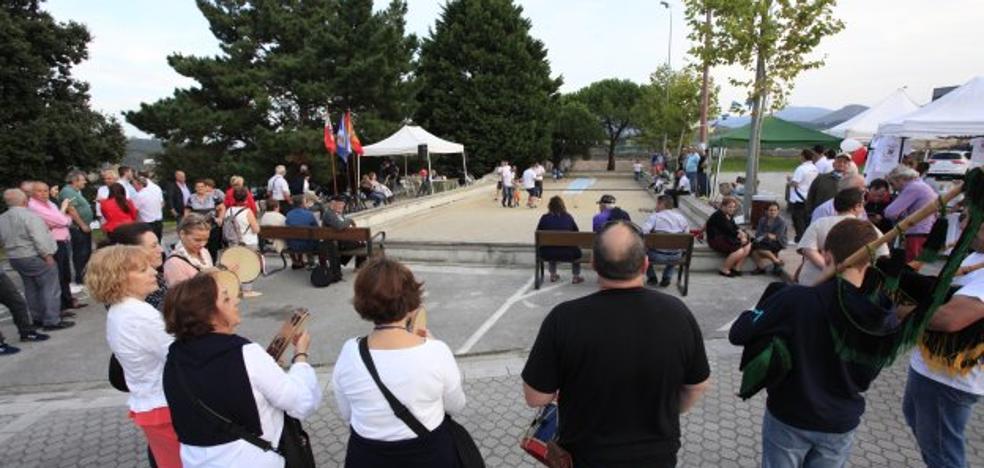 San Vicente lanzó cientos de birles de bolos solidarios