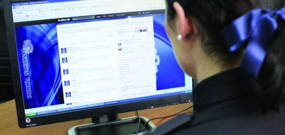 La Policía Nacional interroga a una decena de personas por crear 'espejos' de la web del 1-O