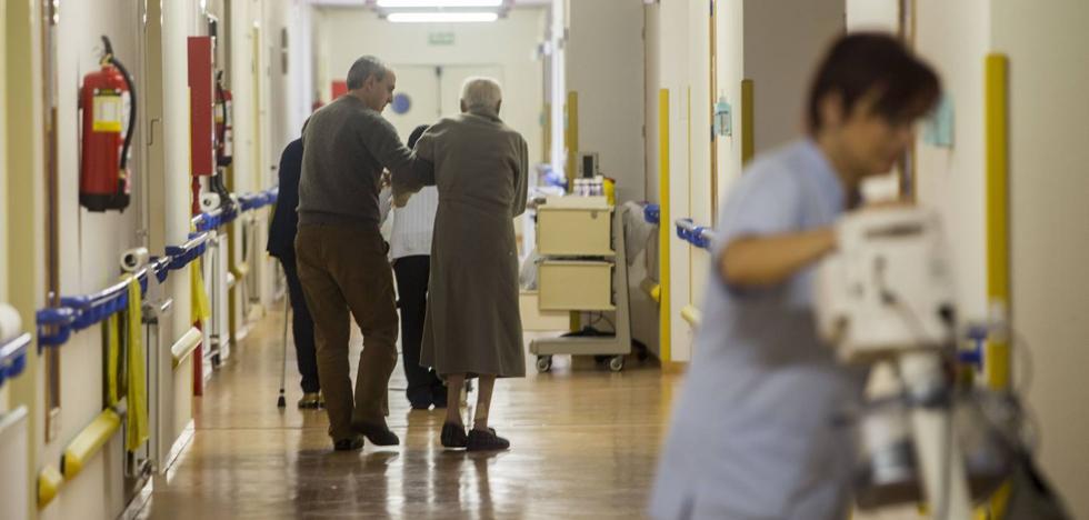 Los auxiliares de enfermería, en pie de guerra contra el cambio del Gobierno en las bolsas de empleo