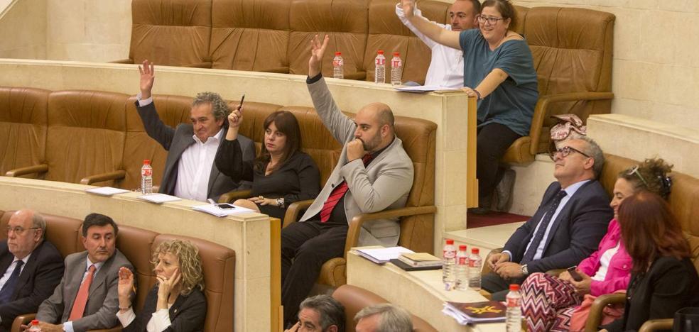 El Parlamento de Cantabria, dividido ante el desafío catalán