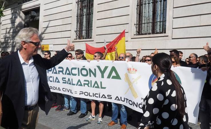 Policías y guardias civiles reclaman en Santander la equiparación salarial con los cuerpos autonómicos