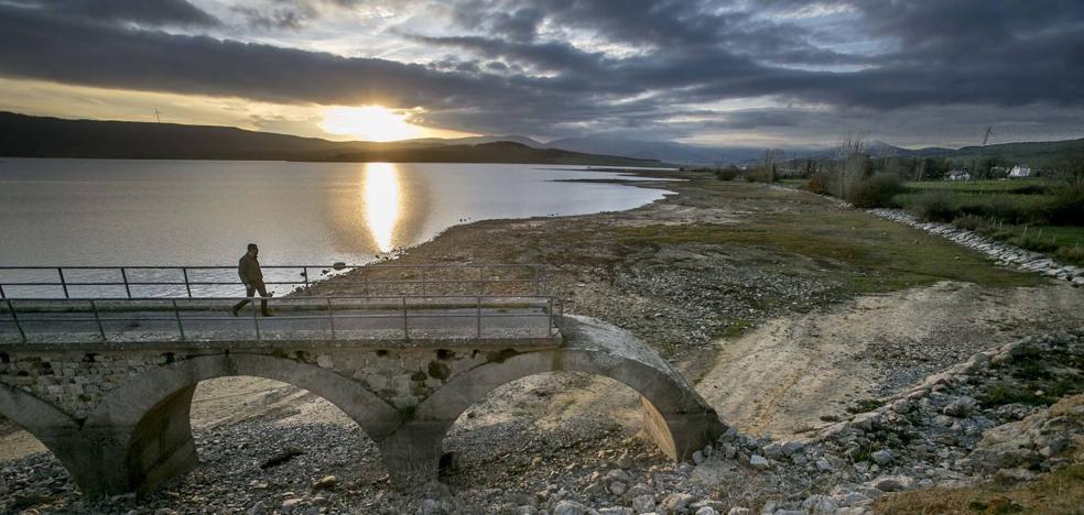 Cantabria no tendrá que devolver el agua que coge del pantano del Ebro