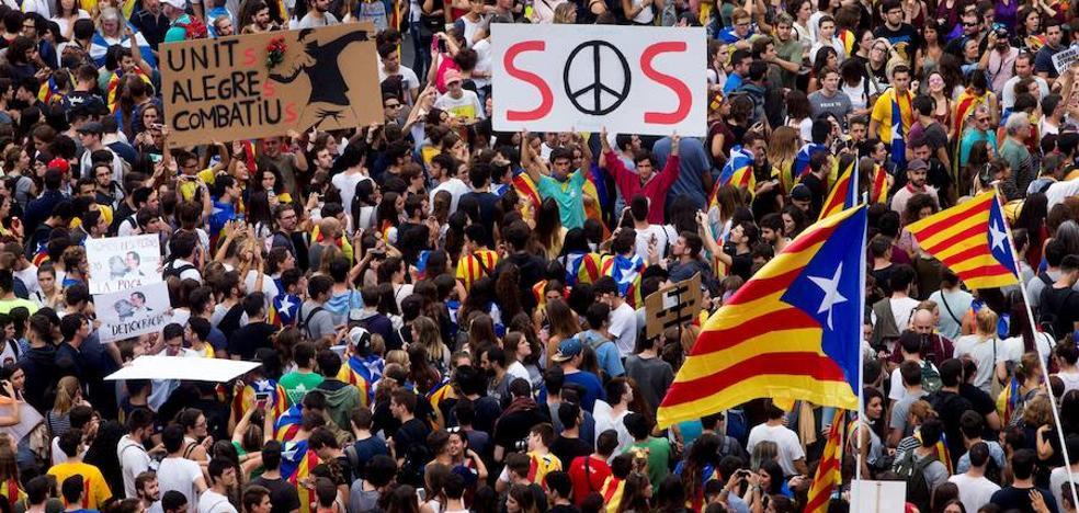 Miles de manifestantes toman el centro de Barcelona con motivo de la huelga