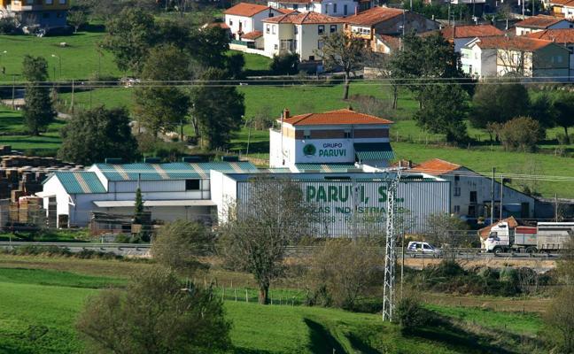 Un informe jurídico de Urbanismo, favorable a legalizar las naves de Paruvi en Tanos