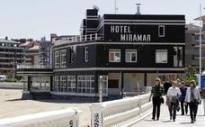 Costas cita a los propietarios del hotel Miramar de Castro para su demolición