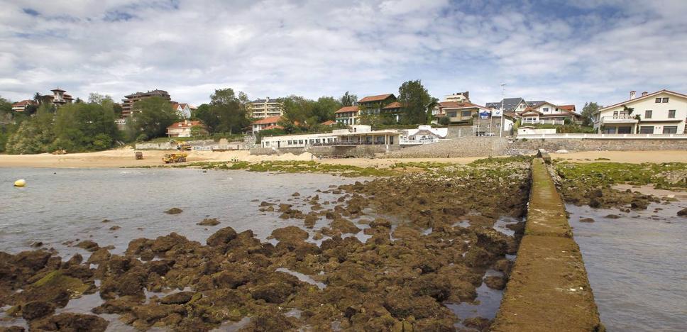 Cantabria se gana dos 'banderas negras' por la Ría de San Martín y los diques de La Magdalena