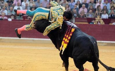 Cayetano Rivera sufre una cornada de tres trayectorias de pronóstico grave