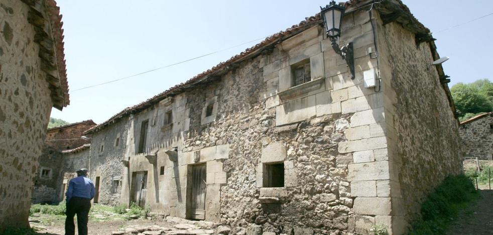 Tresabuela, localidad natal del padre Rábago, ya es Bien de Interés Cultural
