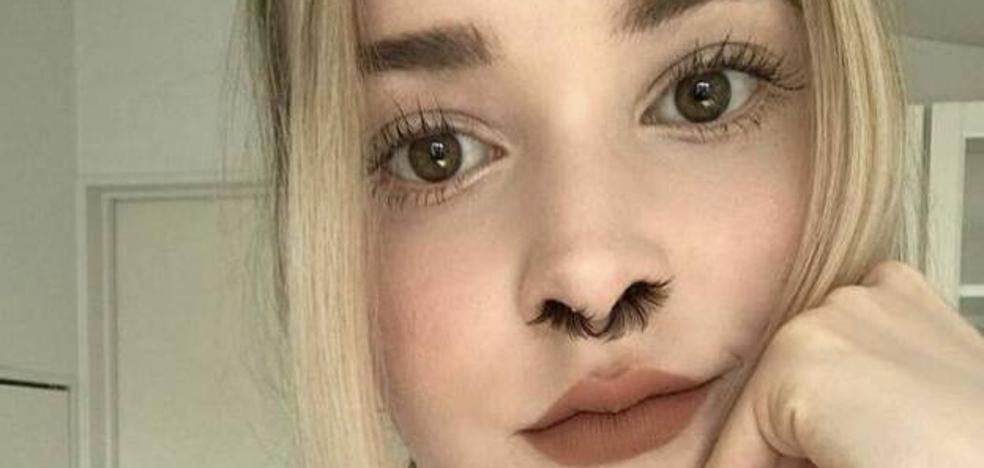 El último grito en la red: extensiones de pelo en la nariz