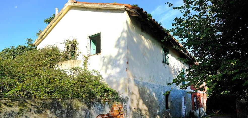 El ayuntamiento declara en ruina dos edificaciones en Adarzo