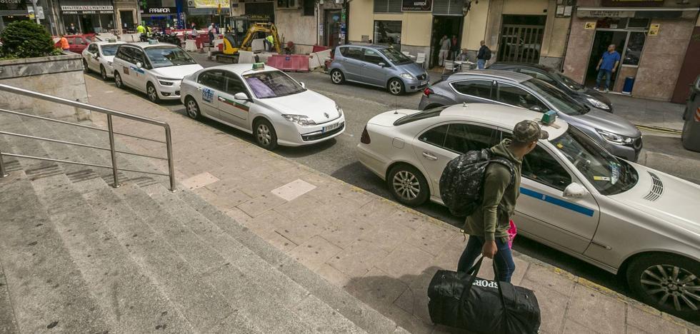 Los taxistas apuran la vía judicial para poder trasladar a pacientes