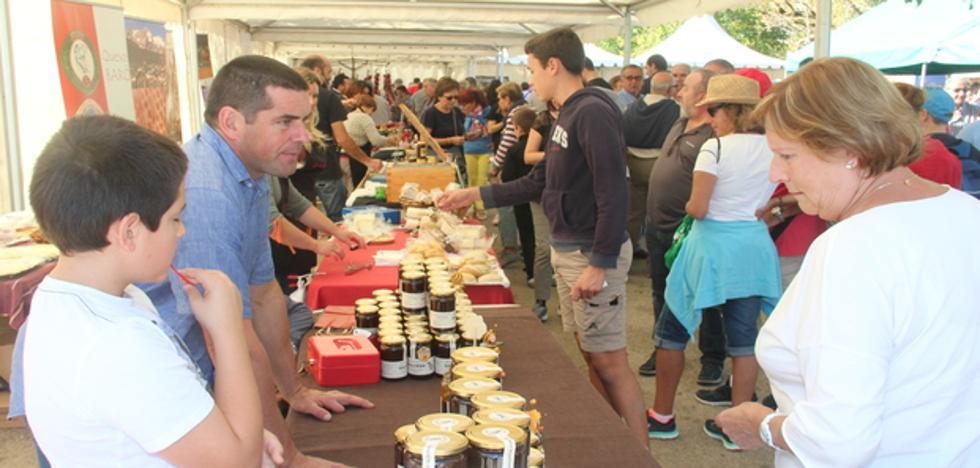 Los productos agroalimetarios de Liébana se muestran en Camaleño