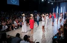 El desfile de Hélène Breebaart pone en pie al público del centro de convenciones Atlapa de Panamá