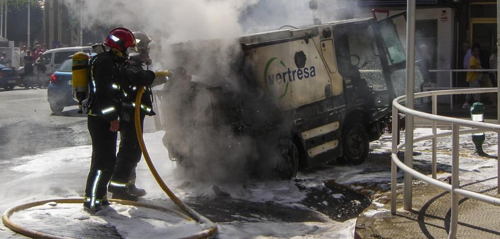 Castro quiere integrar a los bomberos en la plantilla municipal sin modificar su situación