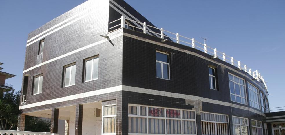Loroño consultará con Costas los posibles usos que eviten el derribo del Hotel Miramar