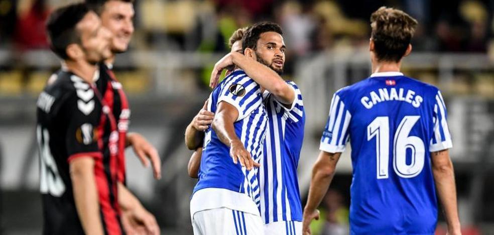 La Real merienda macedonia de goles y encarrila su clasificación