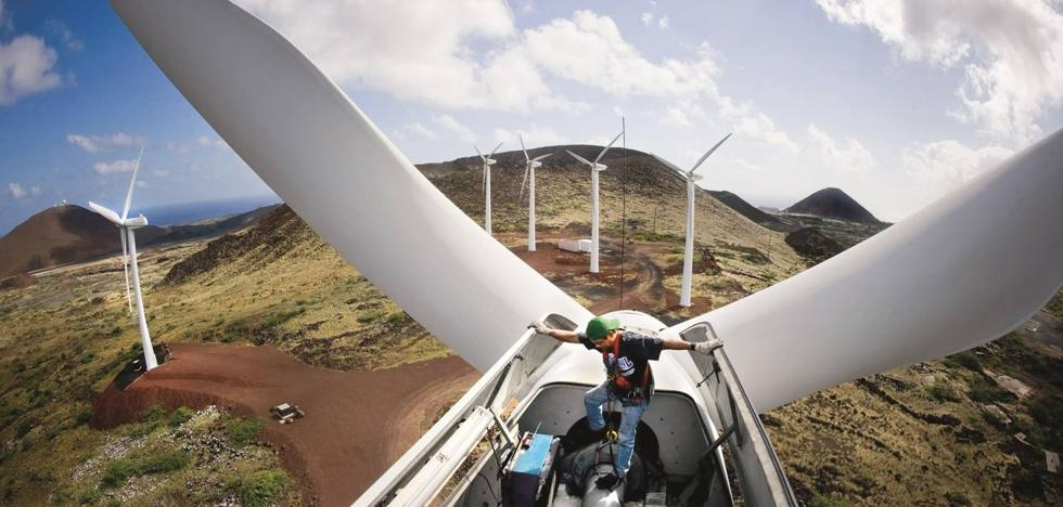 La revitalización de las zonas rurales y la energía eólica, claves estratégicas para las próximas dos décadas en Cantabria