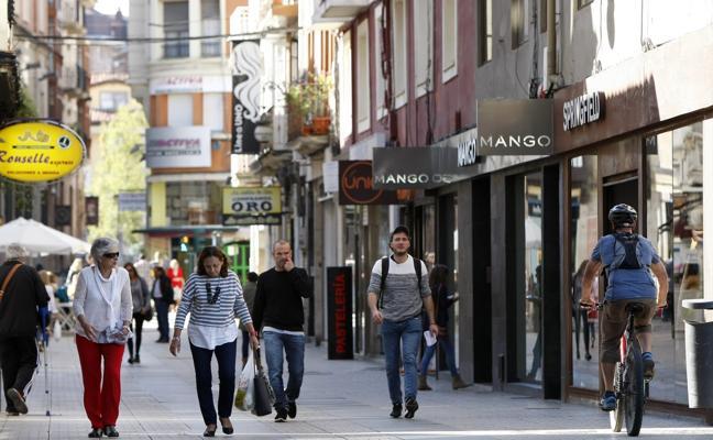 Las franquicias y las grandes marcas ahogan al comercio tradicional del centro de la ciudad