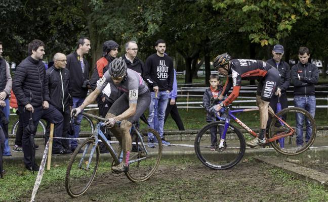 Alejandro Iglesias se impone en una pelea en el barro