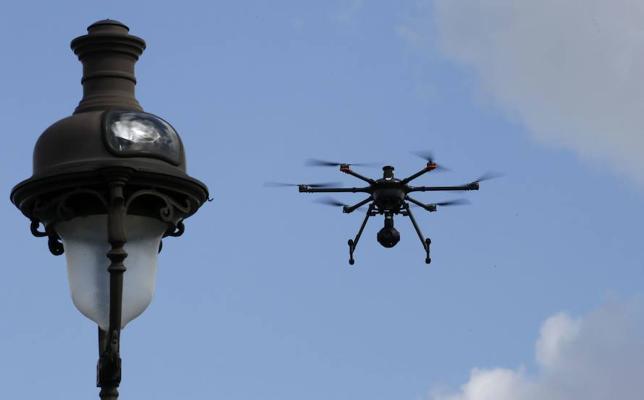 El Gobierno permitirá este año volar drones sobre multitudes