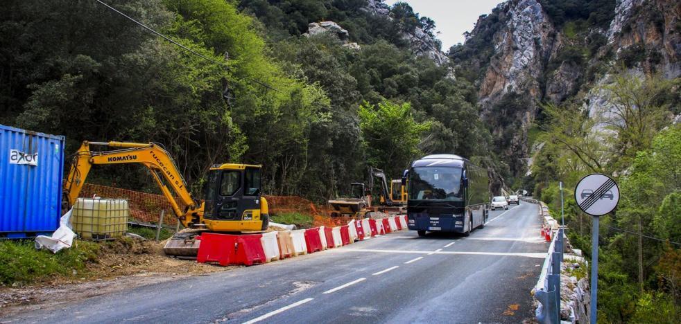 Las obras del Desfiladero de la Hermida se reanudarán tras la Fiesta del Orujo