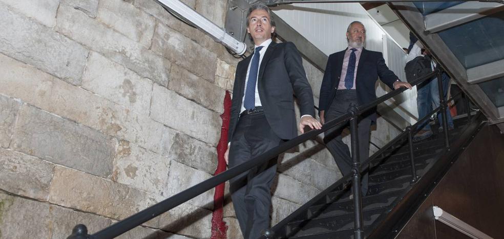 Fomento y Puerto firman el acuerdo para convertir las naves de Gamazo en la sede de Enaire