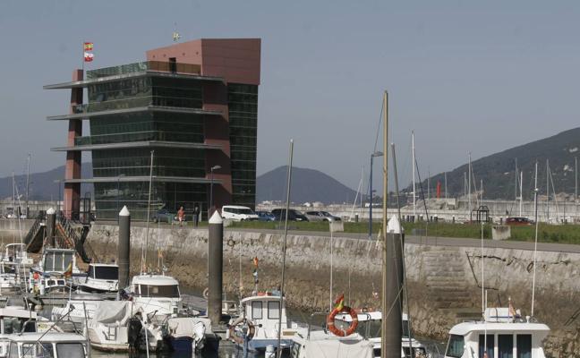 El Gobierno invertirá un millón de euros para dar un impulso al puerto de Laredo