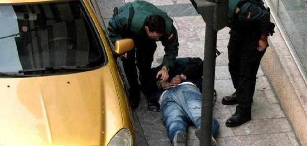 Detenidos cuando robaban en el piso de Burgos de uno de los atracadores de Cangas de Onís