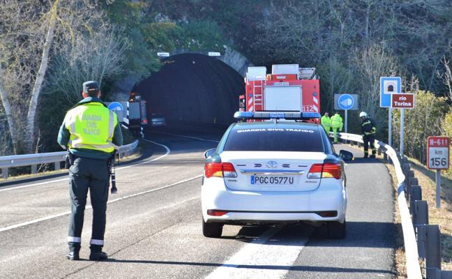 Un simulacro de accidente corta el túnel de Bárcena durante dos horas y media