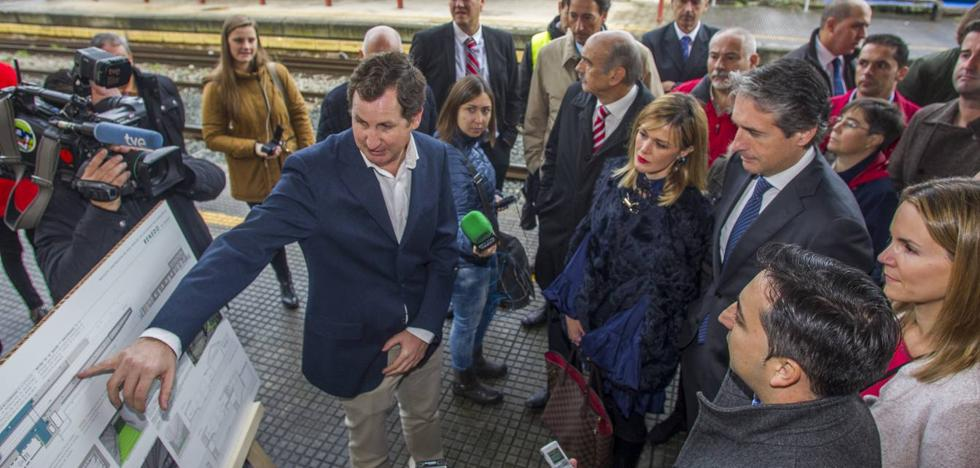 De la Serna anuncia un plan para mejorar la seguridad en los pasos entre andenes de las estaciones