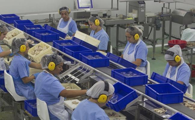 Las cántabras trabajan 75 días gratis al año por culpa de la brecha salarial