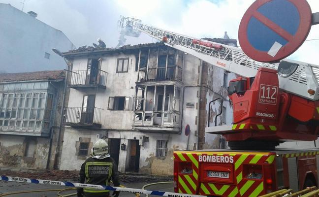 Se quema una casa deshabitada en Reinosa
