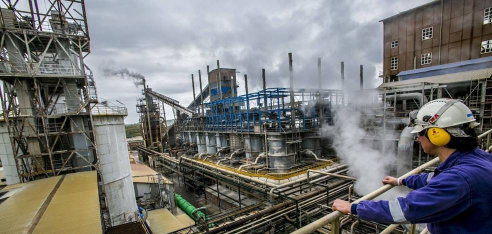 Torrelavega concede a Solvay la licencia de obra para modificar la planta de cloro