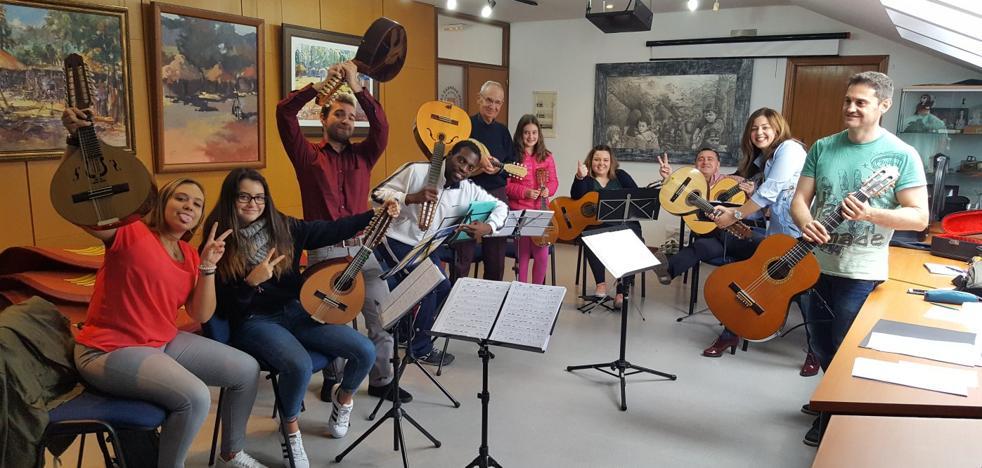 Los Corrales estrena orquesta