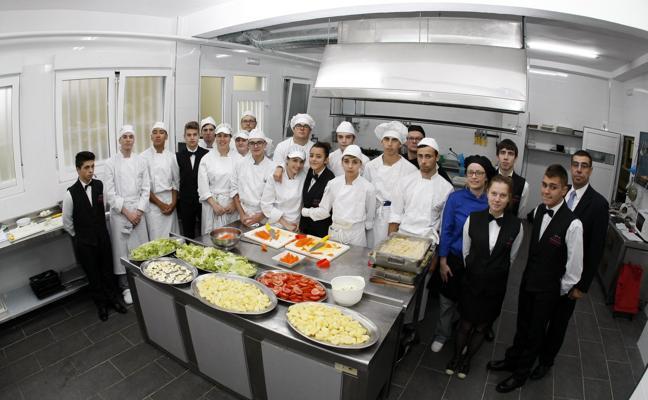 Los alumnos del IES Besaya estrenan cocina