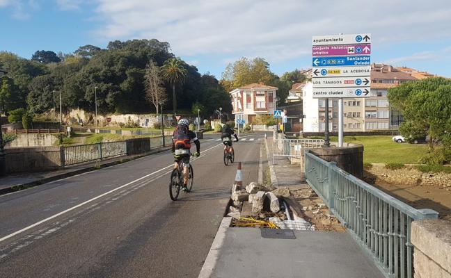 El puente de La Maza amplia la acera para el disfrute de los peatones