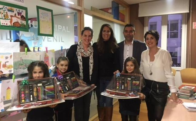 Castro entrega los premios del III Concurso de Dibujo Infantil del CIM sobre la mujer rural