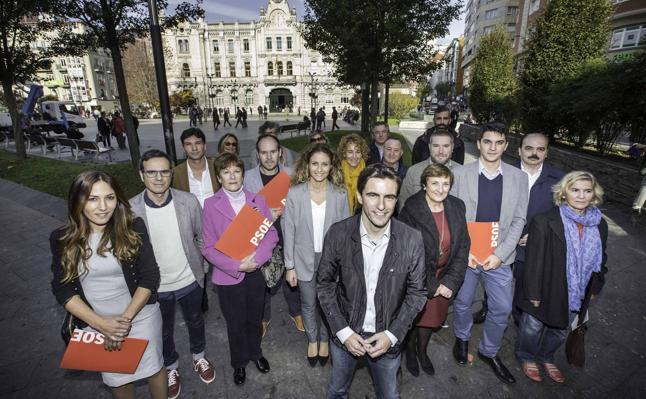 Casares presenta una candidatura «paritaria y renovada», a la que se suman Real y Quiñones