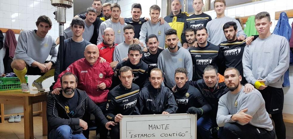 La plantilla del Cayón se solidariza con su entrenador