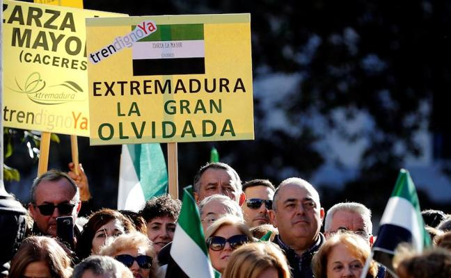 Miles de extremeños abarrotan el centro de Madrid para exigir un tren digno
