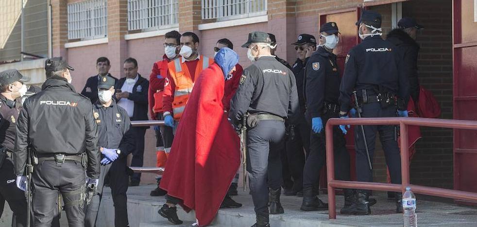 Casi 500 inmigrantes en menos de 24 horas en otro aluvión de pateras en Murcia